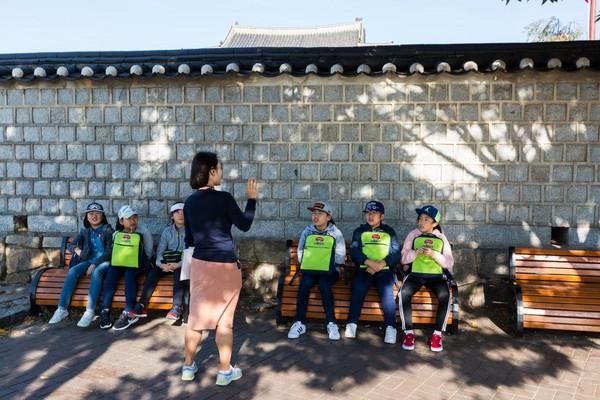 碰巧遇上韩国学生来此校外教学。