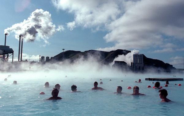 """冰岛世界最大露天温泉""""蓝湖""""。(图/达志影像/路透社)"""
